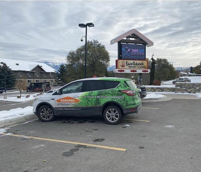 SERVPRO vehicle parked in front of resort and restaurant sign